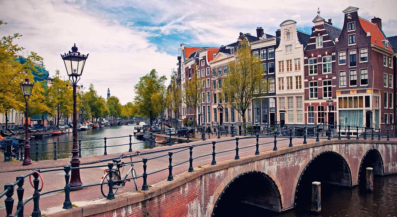 Bestel een taxi in, van of naar Amsterdam direct bij Elitetaxi